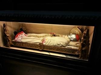 Cardinal in glass sarcophagus Duomo