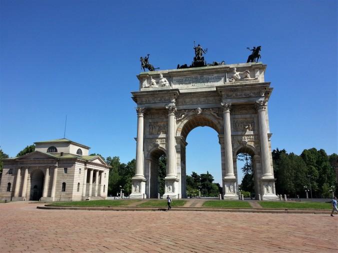 Sunny arc monument