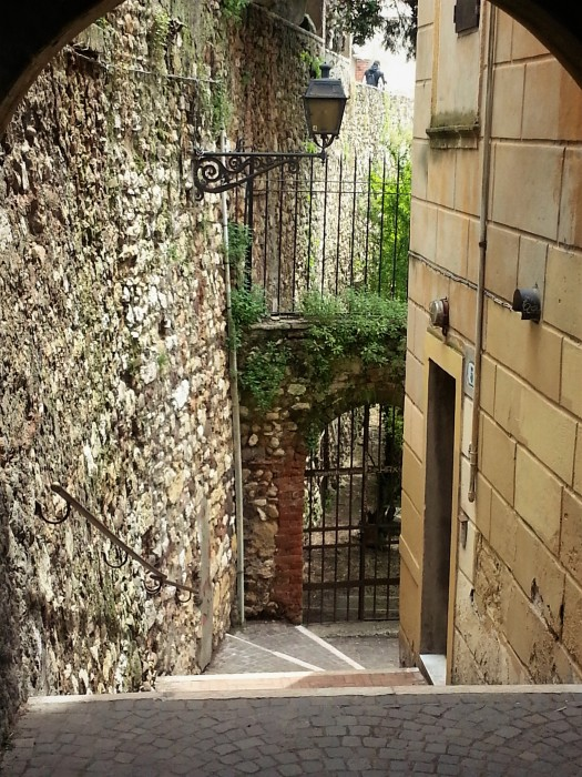 Stoney passageway leading to gate