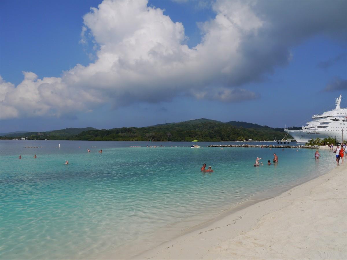Cruising the Caribbean {Part 4}: Honduras or Heaven?