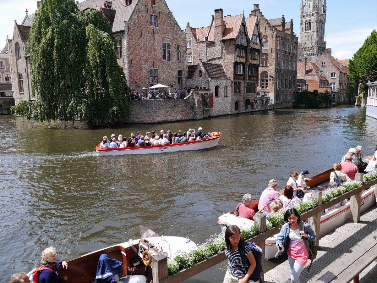 Blissful afternoon boating the canals of Bruges